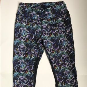 Pants - Yoga capris with electric floral print